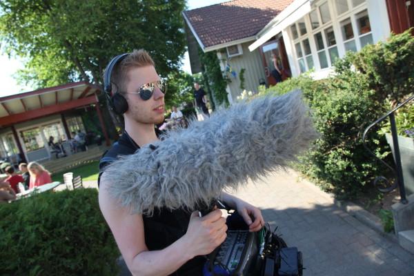 Linus med sin mikrofon
