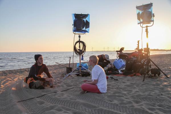 Filmteamet väntar på skymning